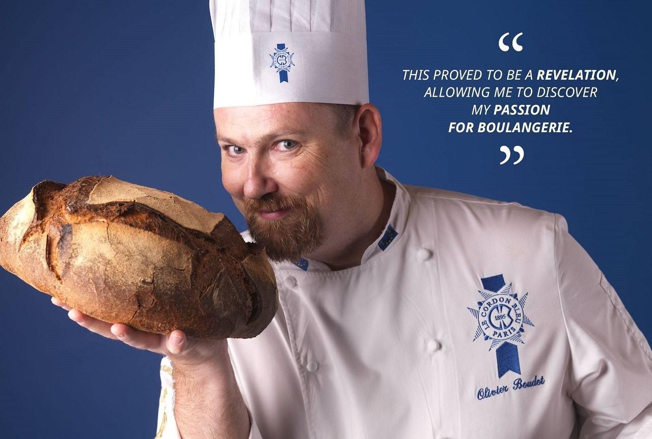 Người dẫn dắt chương trình làm bánh mì tại Le Cordon Bleu – Olivier Boudot