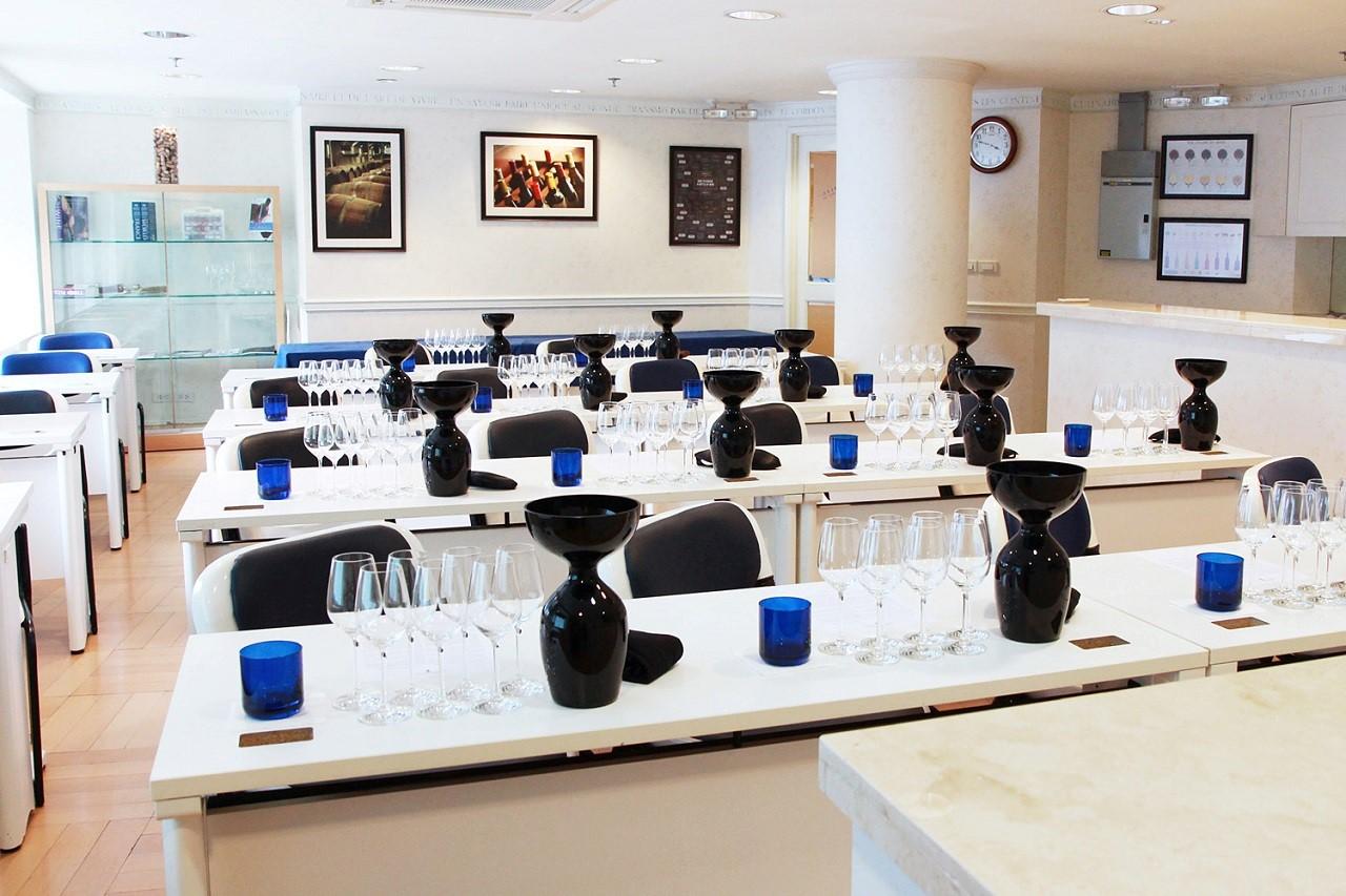 Một phòng nếm thử rượu điển hình của Le Cordon Bleu