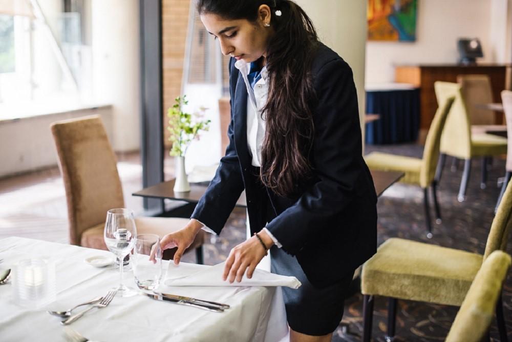 Thực tập là một phần bắt buộc trong hầu hết khóa học tại Le Cordon Bleu